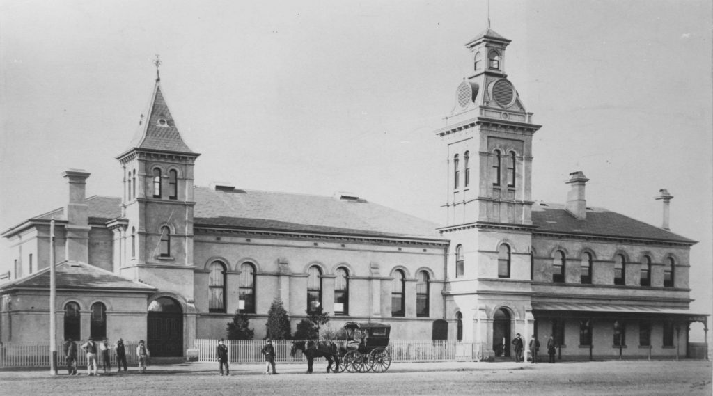 00792 Essendon Town Hall 1800